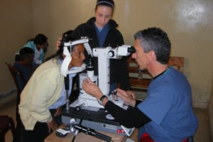 Picture of Medical Eye Center experts volunteering in Peru