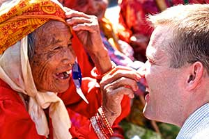 Picture of a Medical Eye Center expert with a smiling patient from volunteering in Nepal